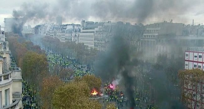 Champs-Elysees-Protest